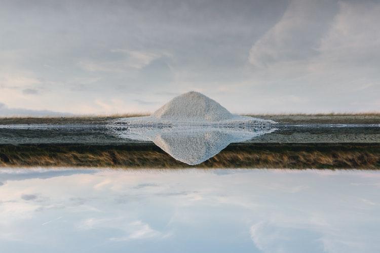 塩の山積み