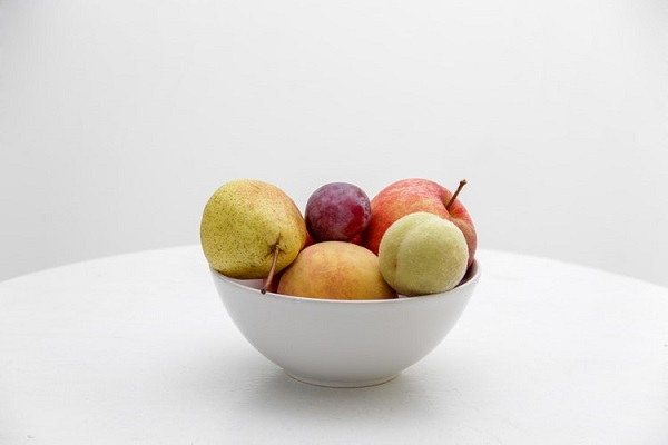 お皿に盛られたりんご