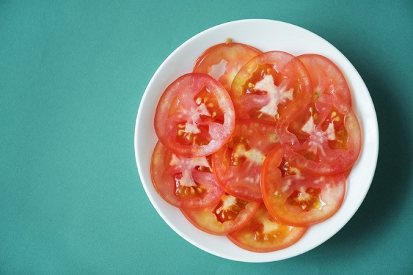 スライスされたトマト